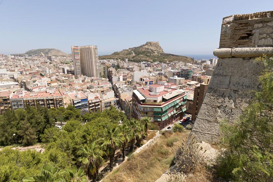 Вид из замка Сан-Фернандо в Аликанте